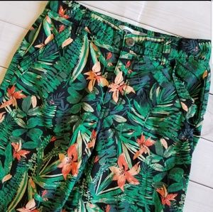 Old Navy Tropical Print Pocketed Shorts 10